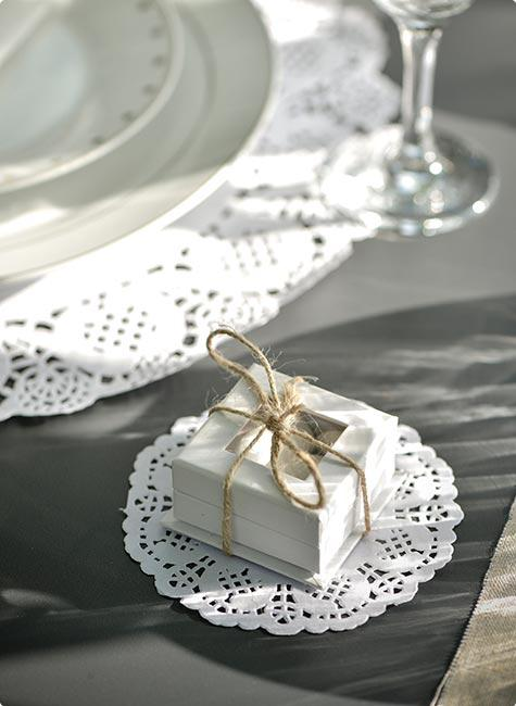 10 dessous de verre en papier dentelle l gante prix minis sur. Black Bedroom Furniture Sets. Home Design Ideas