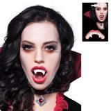 Effrayantes dents de vampire